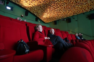 Al cinema senza mascherine in sala: come si torna a vedere i film fuori casa