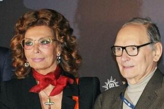 """Sophia Loren piange la morte di Ennio Morricone: """"Se ne vanno i grandi, restiamo sempre più soli"""""""