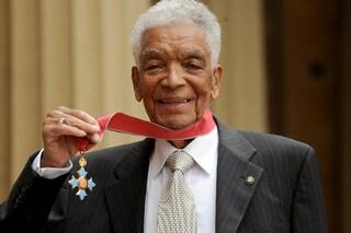 """È morto a 102 anni Earl Cameron, attore di 007 e Inception: """"Rifiutò ruoli che umiliavano i neri"""""""