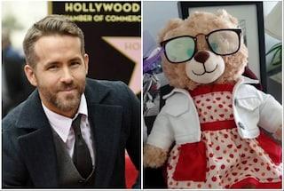 Le rubano peluche con le ultime parole della madre, Ryan Reynolds offre 5000 dollari di ricompensa