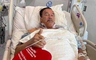"""Arnold Schwarzenegger operato al cuore, posta le foto dall'ospedale: """"Mi sento benissimo"""""""