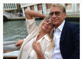 """Morto l'attore e cantante Gianni Dei, l'addio di Mara Venier: """"Amico, fratello, complice"""""""