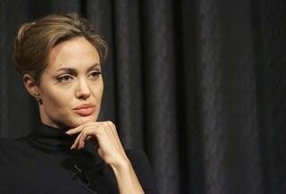 Angelina Jolie torna alla regia, racconterà la vita di un fotografo di guerra