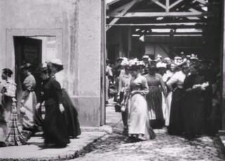 Tanti auguri al cinema, 125 anni fa la prima proiezione de L'uscita dalle officine Lumière