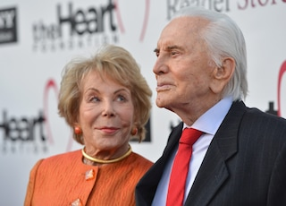 Morta Anne Douglasa 102 anni, era la vedova di Kirk Douglas