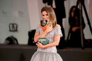 Penelope Cruz vince la Coppa Volpi per Madres Paralelas a Venezia 2021