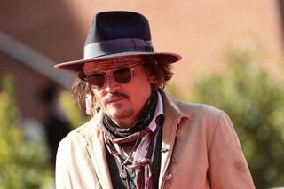 """Johnny Depp assalito dai fan, sul palco : """"Il successo più grande fino a oggi? I miei figli"""""""