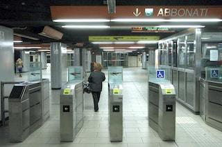 Roma, ubriaco scavalca i tornelli della metro e aggredisce addetto Atac