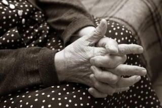 Stordisce 89enne con i tranquillanti, arrestata badante: grave la donna, è entrata in coma