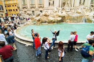 Fontana di Trevi: le monetine (1,5 milioni l'anno) non andranno più alla Caritas ma ad Acea