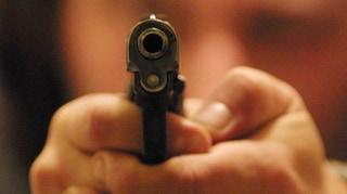 Spara con la pistola a salve in farmacia, preso rapinatore a Coppedè