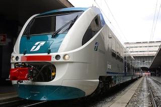 Incendio a Ciampino e guasto al passaggio al livello: treno per Roma fermo in campagna