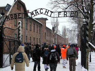 """Civita Castellana, Lega elimina viaggi delle scuole ad Auschwitz. Zingaretti: """"Li paga la Regione"""""""