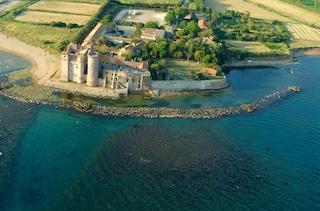 Fra pochi anni il Castello di Santa Severa potrebbe essere completamente circondato dal mare