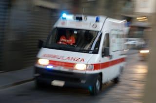 Rieti, non fa in tempo ad arrivare in ospedale: donna partorisce suo figlio in ambulanza