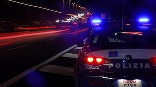 Non si ferma all'alt della Polizia: l'inseguimento termina con 11 feriti
