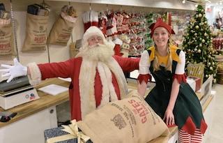 Casting a Cinecittà, cercasi un elfo per Babbo Natale: contratto di lavoro da 1500 euro netti