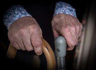 Violenta ripetutamente un'anziana di 84 anni: in manette dipendente di una casa di riposo