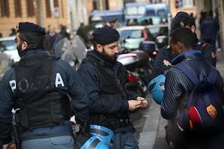 """Roma, la denuncia di uno studente: """"Sul tram la polizia ti controlla solo se nero"""""""