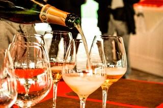 L'irrefrenabile passione per le bollicine: evade dai domiciliari e ruba 3 bottiglie di champagne