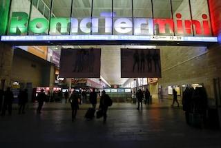 Roma, rapina alla Stazione Termini: morde un turista alla mano e lo deruba, arrestato