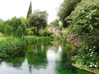 Riapre il Giardino di Ninfa a Latina: informazioni su date e prenotazioni