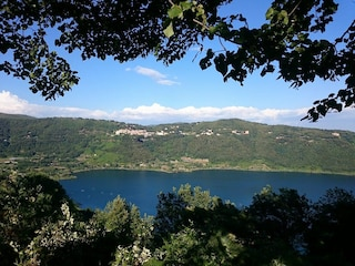 Gastel Gandolfo, trovato il cadavere di un uomo nelle acque del Lago Albano
