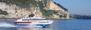 Ponza, morto Alberto Innocenti, il comandante della nave che ha avuto un malore in mare