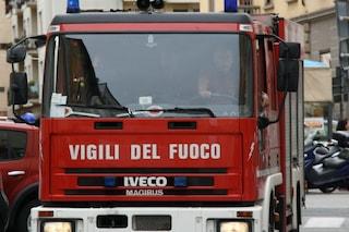 Roma, fuga di gas da un tombino a Centocelle: sul posto i vigili del fuoco, evacuate due palazzine