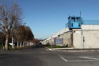 Rebibbia, detenuta trascinata nuda fuori dalla cella da un agente uomo: in 2 sospesi dal servizio