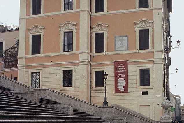 Esterno della Keats Shelley House in piazza di Spagna a Roma