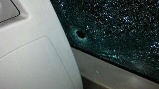 Ancora sassi contro un autobus Atac: una passeggera si sente male per lo spavento