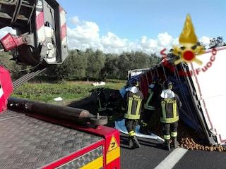 Incidente sull'Autostrada A12 Roma-Civitavecchia: si ribalta un tir, code verso Roma