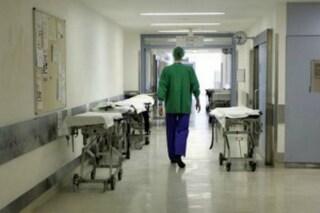 Roma, manda la compagna in ospedale e continua a picchiarla al pronto soccorso: arrestato