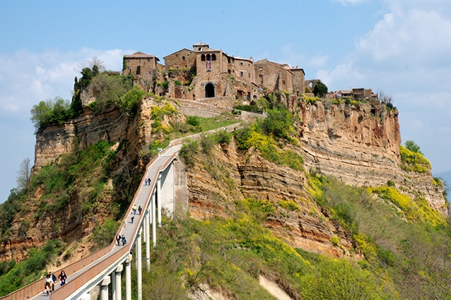 Panorama di Civita di Bagnoregio (Wikipedia).