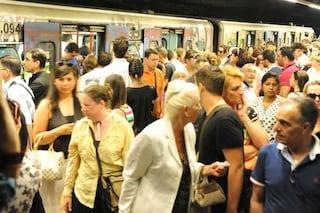Metro B ferma per una fuga di gas: paura e caos