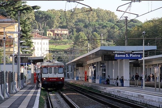 Stazione di Roma San Pietro della linea FL5 (Wikipedia).