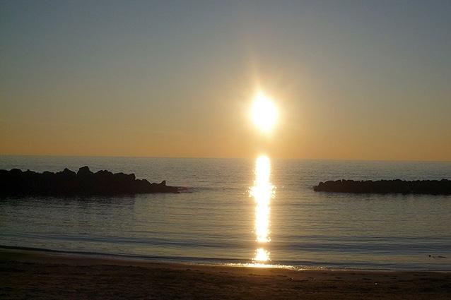 Tramonto sul mare a Santa Severa (Wikipedia).