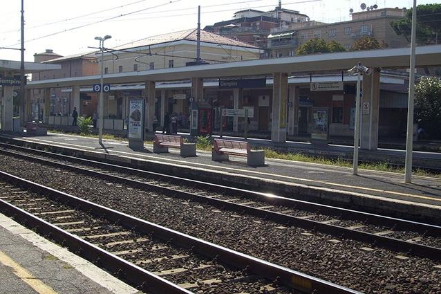 Stazione di Ciampino della linea FL4 (Wikipedia).