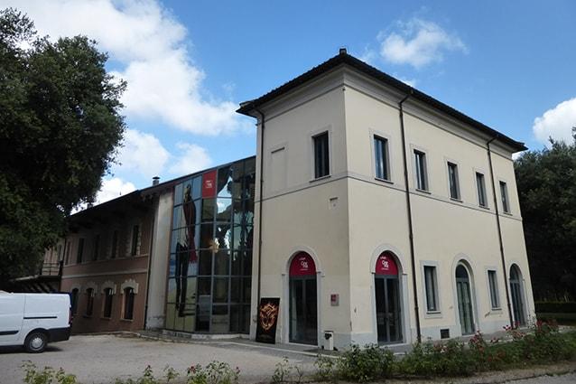 Esterno della Casa del Cinema a Villa Borghese (Wikipedia).
