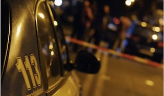 Omicidio Civitavecchia: uccide sua madre a coltellate, si cambia e va a fumare in giardino
