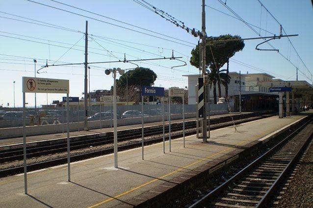 Stazione di Formia-Gaeta della linea FL7 (Wikipedia).