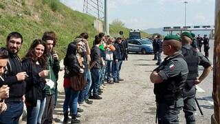 Corteo Trattati Roma, fermati bus centri sociali e No Tav: fogli di via a manifestanti