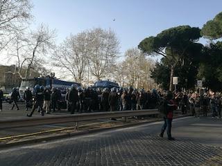 Corteo Trattati Roma, 8mila persone in piazza: qualche momento di tensione, ma nessun incidente