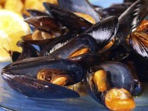 Zuppa di cozze, tra i piatti della Sagra dei frutti di mare al Circeo.