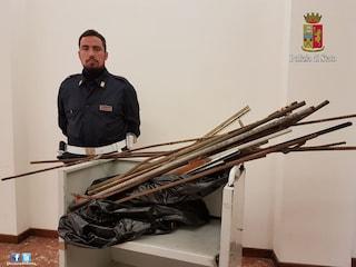 Corteo Trattati di Roma, la polizia sequestra spranghe, maschere antigas. E sacchi di pigne