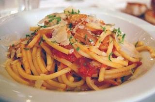 """A Ostia il ristorante offre amatriciana gratis: """"Abbiamo dignità, il governo ci fa l'elemosina"""""""