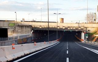 Incidente sulla Tangenziale Est: chiuso il tunnel, traffico bloccato in tutta la zona