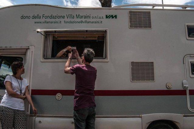 Il camper di Villa Maraini a Tor Bella Monaca