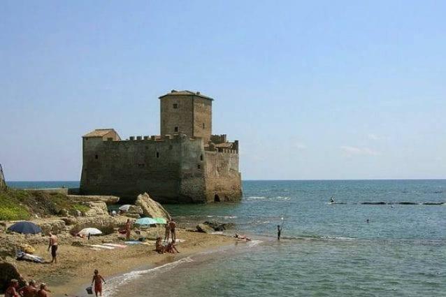 Torre Astura, il primo luglio riapre una delle spiagge più belle del Lazio